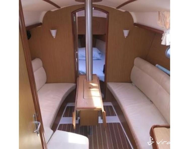 Slider 1605990515901599 jeanneau 32i interior