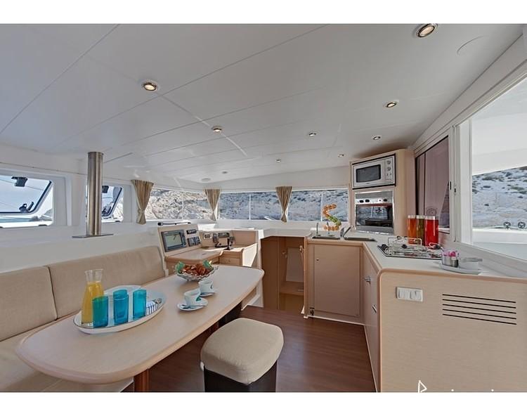Slider 2596510337901284 lagoon400 interior