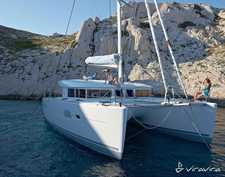 Slider 2727770337901284 lagoon400 at anchor3